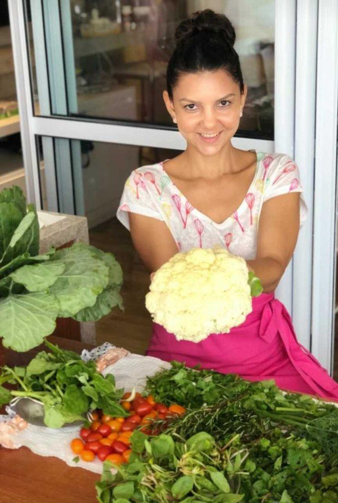 1°deixa eu me apresentar...Me chamo Fernanda, estou me formando em nutrição e sou apaixonada pelo poder do alimento em nossa saúde.